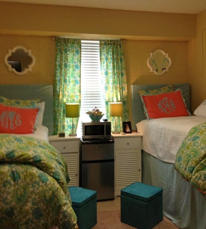 Monograms the ultimate dorm room design avad fan for Room decor dorm